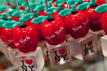 US010686 USA, New York City, Manhattan,  Tourist souvenirs for sale