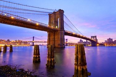 US010741 USA, New York City, Manhattan, Brooklyn and Manhattan Bridges across the East River