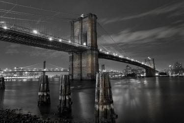 US010703 USA, New York City, Manhattan, Brooklyn and Manhattan Bridges across the East River