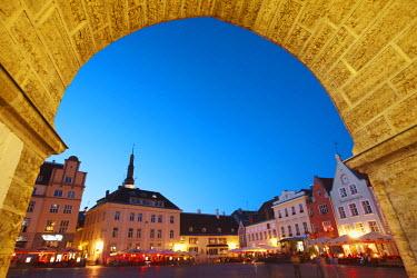 EST1131AW Estonia, Tallinn, Town Hall Square (Raekoja Plats)