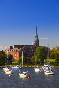 US29064 USA, Maryland, Annapolis, yacht marina St. Mary's Church from Eastport