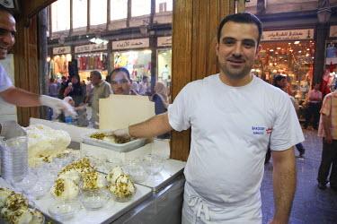 SY01063 Syria, Damascus, Old Town, Souq al-Hamidiyya, Bekdach historic Ice Cream shop