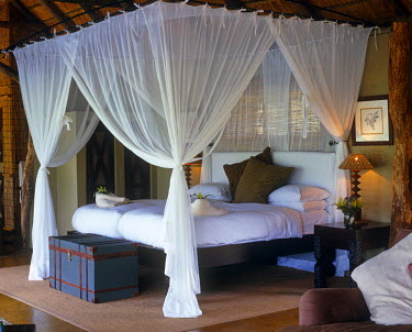 SAF3746 South Africa, Mpumalanga, Sabi Sands Game Reserve.  A luxurious bedroom at Leopard Hills.
