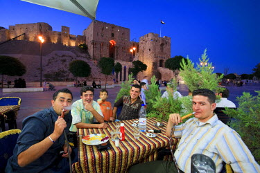 SY01190 Syria, Aleppo, Old Town (UNESCO Site), Outdoor local Cafes and Citadel in the Background