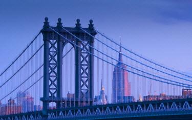 US01759 USA, New York, Manhattan, Manhattam Bridge and Empire State Building