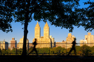US01756 USA, New York, Manhattan, Central Park, morning joggers