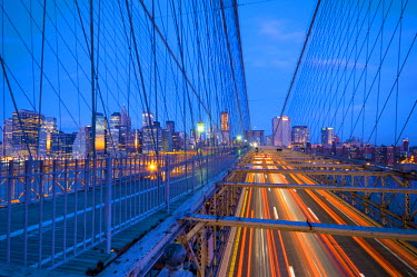 US01775 USA, New York, Manhattan, Downtown Financial District and Brooklyn Bridge