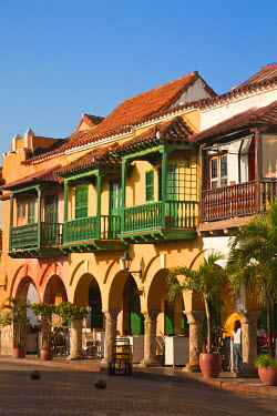 CMB01259 Colombia, Bolivar, Cartagena De Indias, Plaza de La Coches, previously known as Plaza de Esclavo - Slaves Plaza, Portal de les Dulces,  Balconied houses