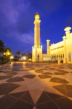 BRU0005AW Omar Ali Saifuddien Mosque at dusk, Bandar Seri Begawan, Brunei Darussalam