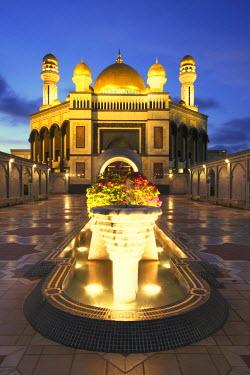 BRU0001AW Jame'asr Hassanal Bolkiah Mosque at dusk, Bandar Seri Begawan, Brunei Darussalam