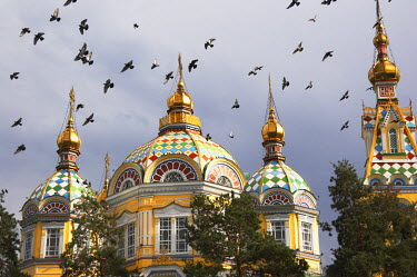 KAZ0164AW Pigeons flying over Zenkov Cathedral, Almaty, Kazakhstan