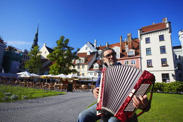 LAT1129AW Accordian player in Livu Laukums, Riga, Latvia