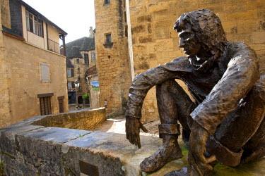 FRA6662AW Bronze sculpture of sitting man le Badoud by Gerrard Auliac Rampe Magnanat Sarlat la Caneda Dordogne France Europe