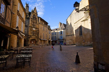 FRA6666AW Liberty square. Sarlat la Candeda. Dordogne. France
