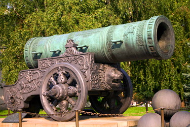 RUS1385 Russia, Moscow; A tsar cannon within the Kremlin walls