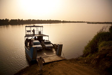 SUD1146 Sudan, Nile. A Car ferry prepares to cross the Nile near the town of Abri.