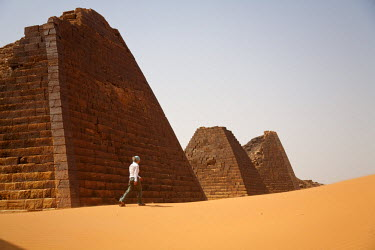 SUD1152 Sudan, Begrawiya. A tourist explores the ancient Nubian Pyramids.