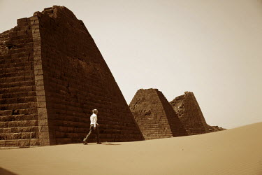 SUD1153 Sudan, Begrawiya. A tourist explores the ancient Nubian Pyramids.