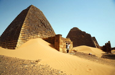 SUD1157 Sudan, Begrawiya. A tourist explores the ancient Nubian Pyramids.