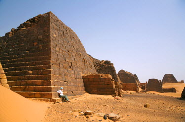 SUD1159 Sudan, Begrawiya. A tourist explores the ancient Nubian Pyramids.