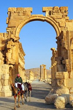 SY1316 Syria, Palmyra. Archway on the cardo maximus.