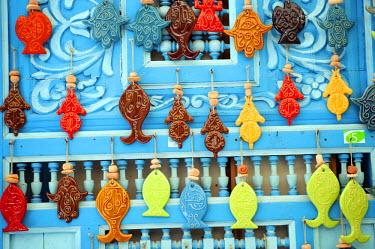 TUN1058 Tunisia, Tunis, Sidi-Bou-Said. Tourist souvenirs.