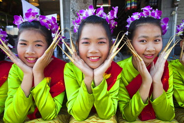 TPX15890 Thailand, Chiang Mai, Chiang Mai Flower Festival, Portrait of Girls in Traditional Thai Costume