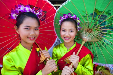 TPX15878 Thailand, Chiang Mai, Chiang Mai Flower Festival, Portrait of Girls in Traditional Thai Costume