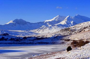 WAL7005 Wales, Gwynedd, Snowdonia. View over the frozen Llyn Mymbyr towards the Snowdon Horseshoe