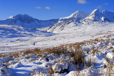 WAL7006 Wales, Gwynedd, Snowdonia. View over the frozen landscape towards the Snowdon Horseshoe