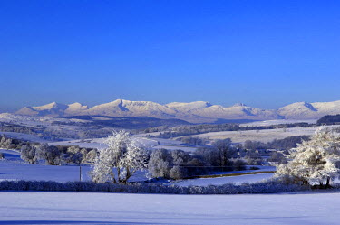 WAL7018 Wales, Conwy, Pentrefoelas. View towards Snowdonia on a wintery day.