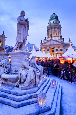 DE01216 Germany, Berlin, traditional Christmas Market at Gendarmenmarkt