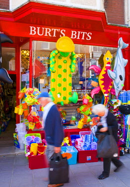 UK02870 UK, England, Dorset, Swanage, Beach Toy Shop