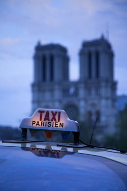 FR01540 Notre Dame Cathedral & Taxi, Paris, France