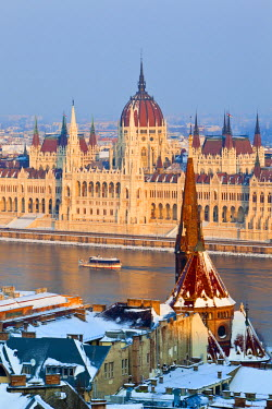 HU01255 Hungarian Parliament Building and the River Danube, Budapest, Hungary