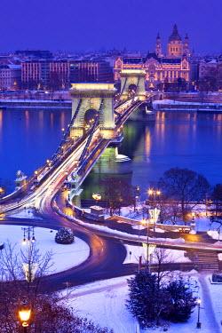 HU01257 Chain Bridge, St. Stephen's Basilica and River Danube, Budapest, Hungary