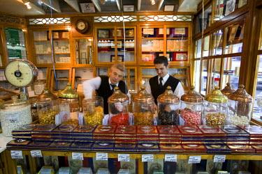 TK01273 Serving sweets inside the Haci Bekir shop, Istanbul, Turkey. (MR and PR)