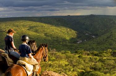 KEN6712 Kenya, Laikipia, Ol Malo.  Horse riding safari at Ol Malo.