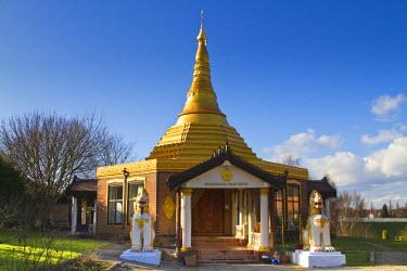 UK02933 England, Birmingham, Edgbaston, Dhamma Talaka Peace Pagoda