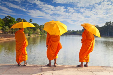 CM01064 Three Monks by the moat surrounding Angkor Wat Temple complex, Siem Reap, Cambodia