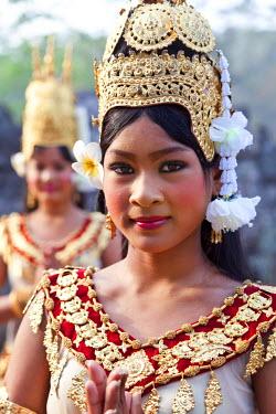 CM01059 Traditional Apsara Dancers, The Bayon Temple, Angkor Wat, Siem Reap, Cambodia
