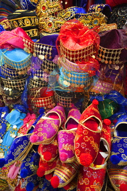 TPX16715 Turkey, Istanbul, Sultanahmet, Grand Bazaar, Turkish Slippers