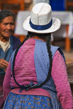 PER33414 Peru. An Indian woman with long pigtails at Pisac�s busy Sunday market.