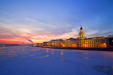 RUS1597 Russia, St. Petersburg; The last light over the partly frozen Neva River with the �Kunstkamera� prominent in the foreground