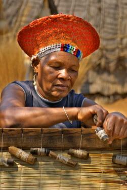 AF42_JEN0185 South KwaZulu Natal, Shakaland, Zulu woman weaving mats (MR)
