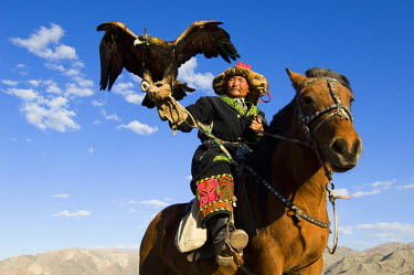 AS25_AWR0217 Kazak man at the Altai Eagle Festival (MR)