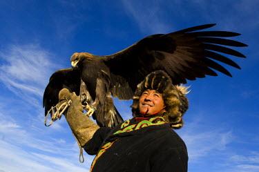 AS25_AWR0276 Man at the Altai Eagle Festival (MR)