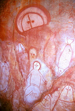 AU01_CBA0059 Australia, The Kimberley, Raft Point. Wandjina figures, painted by Worona people up to 20,000 years ago