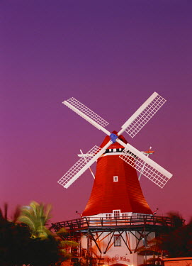 CA04_SWE0000 Aruba, Oranjestad, ''The mill resort'' against pink sky
