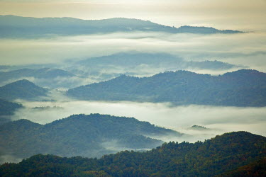 US34_AJE0064 Morning fog in the southern Appalachian Mountains, from Grandfather Mountain, North Carolina, USA